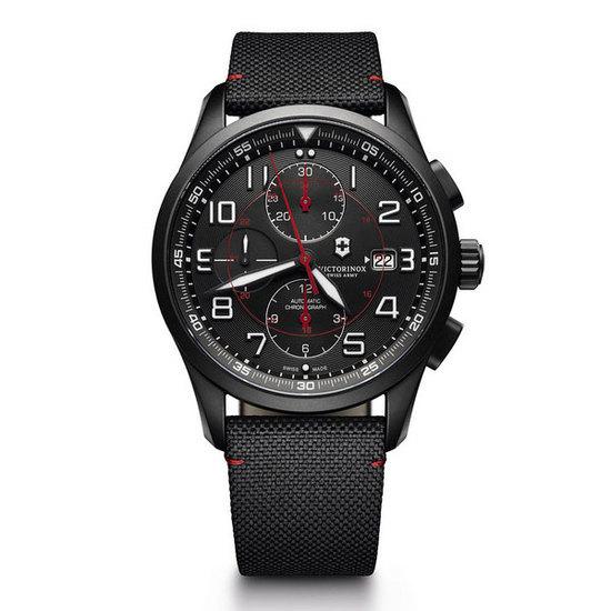 Victorinox 推出全新Airboss黑色版腕表系列